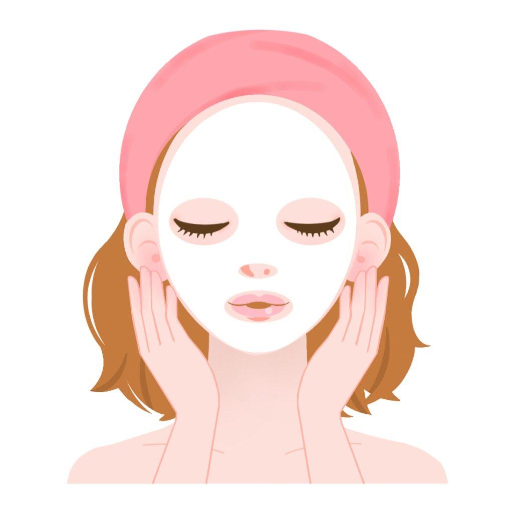 ほうれい線ケアのためにフェイスマスクを使う女性